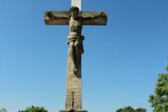 12.-Műemlék-temetői-feszület-a-kápolna-előtt