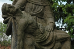 13.-Műemlék-Pieta-temető-a-templom-előtt