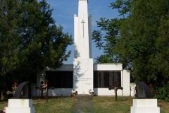 24.-I-II.-világháborús-emlékmű-Szentháromság-tér