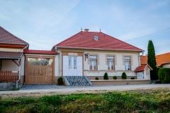 Kossuth-L.-u.-Patika-Udvarház