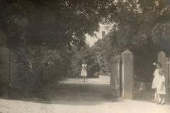 1930-Rezutsek-panzió-bejárata
