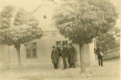 2.-posta-épület-Stern-ház-majd-Dragojlovics-Emil-háza-és-fodrászata